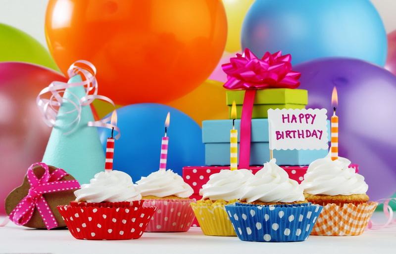 С днём рождения, подарки, шарики