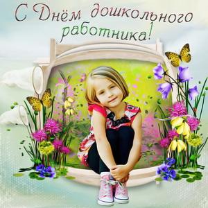 Девочка на красивом фоне из цветов