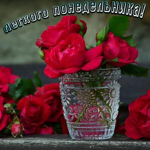 Картинка с красивыми розами в вазе