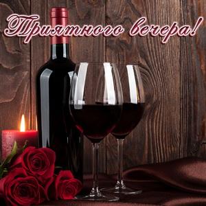 Вино и розы на древесном фоне