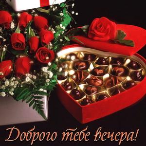 Красивые красные розы и конфеты