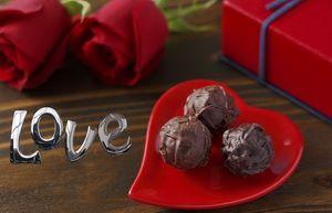 С днем Святого Валентина, конфеты, цветы
