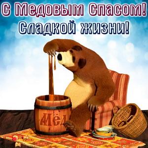 Медведь в кресле с бочкой меда