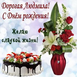 Тортик и цветы в вазе на красивом фоне