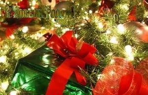 Открытка, подарок с бантом, елка