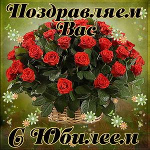 Картинка с розами в корзинке женщине на юбилей